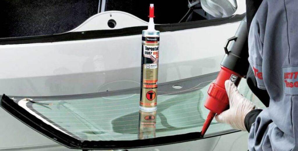 Клей для лобового стекла автомобиля, как выбрать и на что обратить внимание
